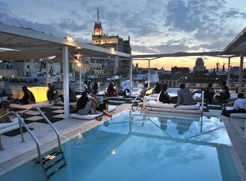 Las 16 mejores terrazas en altura en madrid despedidas big - Piscina bagnolo mella ...