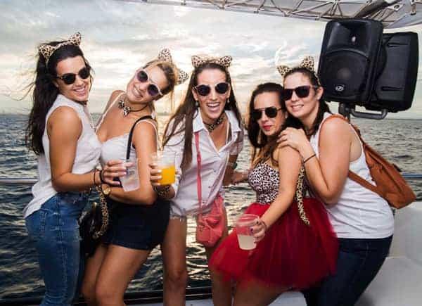 Fiesta en Barco Atardecer imagen 1