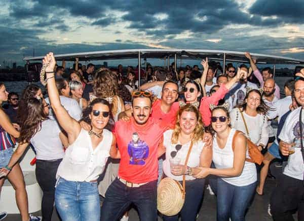 Fiesta en Barco Atardecer imagen 2
