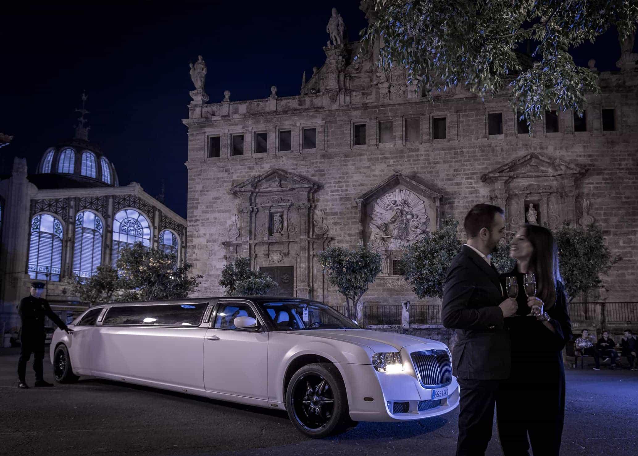 Limusina Chrysler Blanca imagen 5