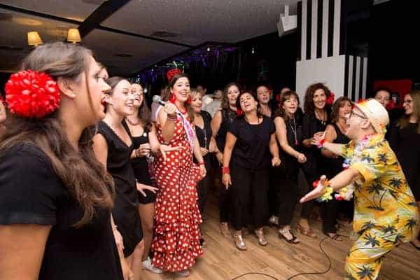 Pack Fiesta Deluxe: Paella + DJ + Charanga + Fiesta en Barco + Cena Tematica  imagen 5