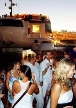 Fiesta en Barco Atardecer