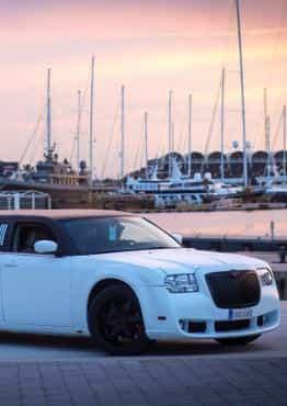 Limusina Chrysler Blanca