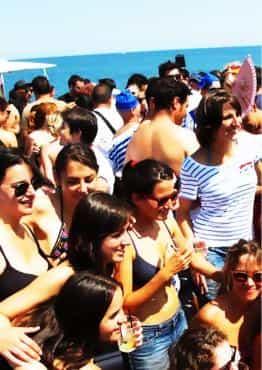 Fiesta en barco Mediodía