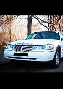LIMUSINA FORD LINCOLN TOWN CAR BLANCA