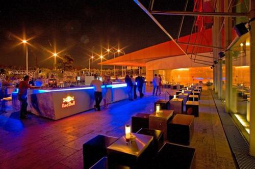 Las 16 mejores terrazas en altura en madrid despedidas big - Puerta terraza ...