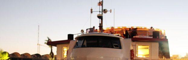 Fiesta en barco con paella incluida