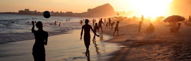Día de playa. ¿Qué debemos meter en la bolsa?